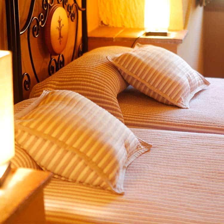 detalle-dormitorio-cuevas-la-granja