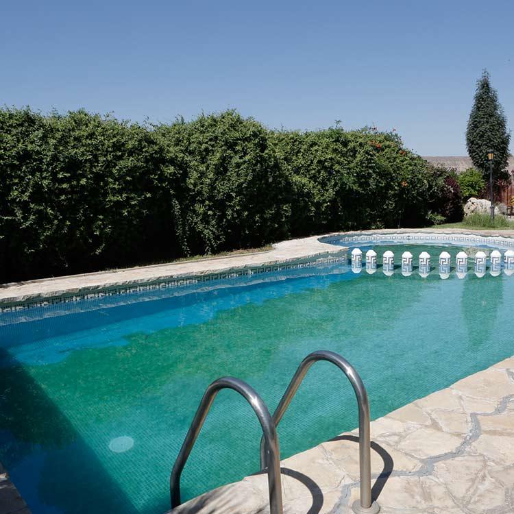 detalle-piscina-cuevas-guadix